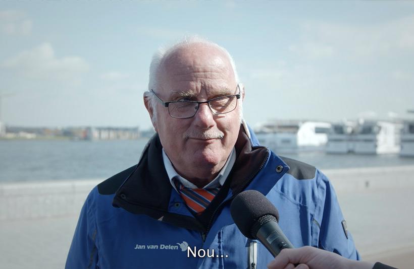 Medewerker Jan van Delen wordt geïnterviewd