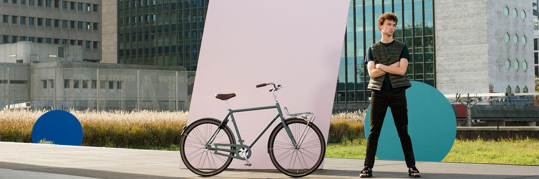 Man naast groene Union fiets