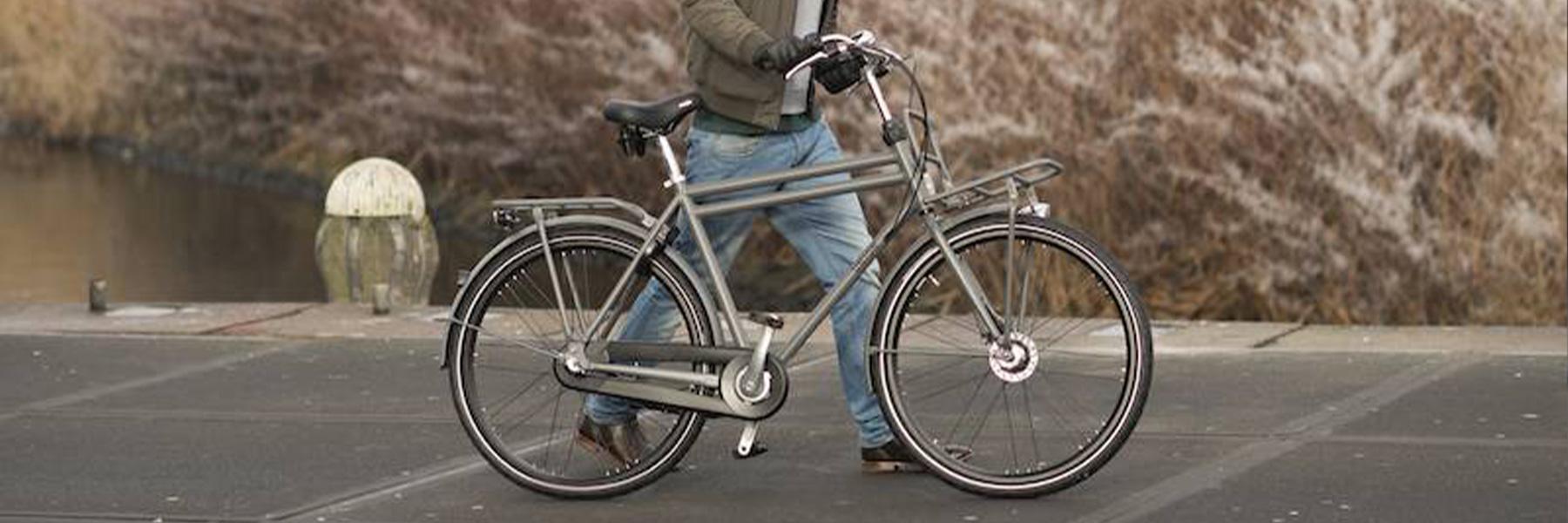 """alt=""""Union mannen fiets rekje buitenDrie mooie fietsroutes in Utrecht"""""""